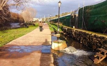 Fuga aguas fecales en el paseo del río