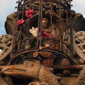 Reja y hornacina de la Virgen de la Cabeza. Puente Nuevo